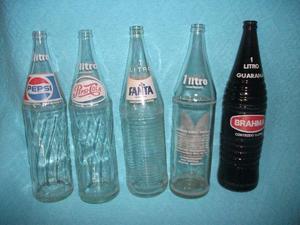 Garrafas de refrigerantes dos anos 80