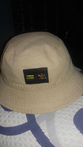 7d0b8fb4408f4 Vendo chapeu bucket da adidas original em Belo Horizonte   REBAIXAS ...
