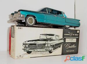 Carrinho da marca Bandai.Cadillac Sedan.feito em lata. Na caixa original.Perfeito.