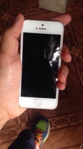 Iphone 5 32gb com carregador e cabo usb original