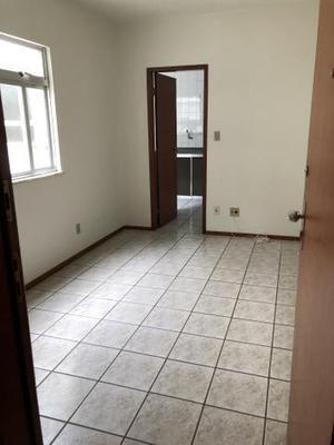 Apto quarto e sala com garagem no centro