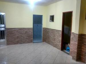 Casa independente com 2 quartos e garagem