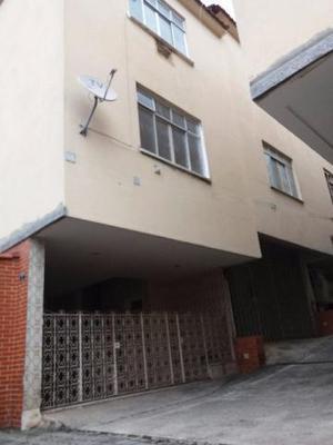 Casa tipo apartamento em condomínio fechado