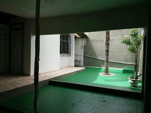 Linda casa com quintal e ponto comercial