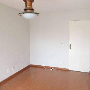 Sala dois quartos com dependências em ótimo ponto da