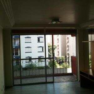 Apartamento com cozinha planejada, quarto principal com