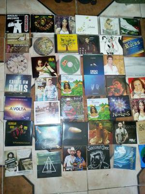 Caixa com 300 cds