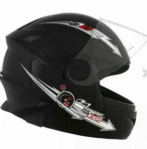 Novos capacetes infantis na caixa