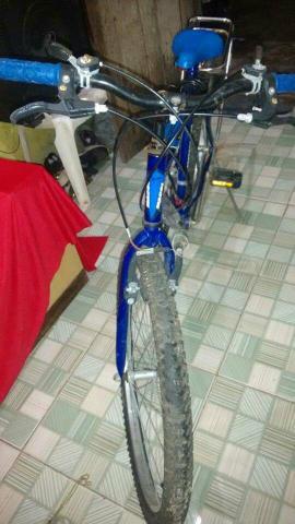 Vendo esta bicicleta em um excelente estado de uso, motivo