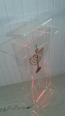 Púlpito em acrílico com led e candelabro em acrilico