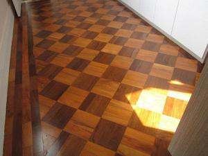 Raspagem e colocação de pisos de madeira