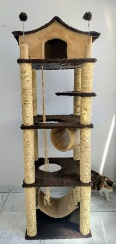 Arranhador castelo para gatos