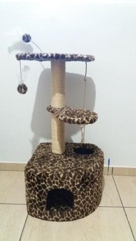 Arranhador e poleiro para gatos