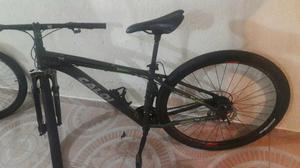Bicicleta caloi mountain bike com suspensão dianteira.