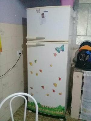 Geladeira e máquina de lavar com defeito