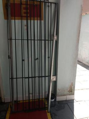 Porta de ferro com fechadura tetra