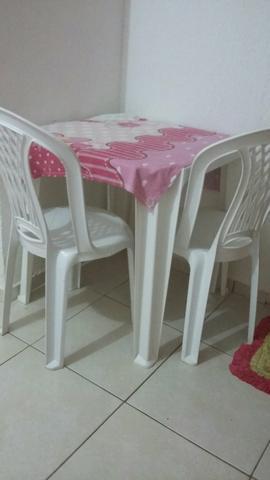 Vendo jogo de mesa tramontina com duas cadeiras 150