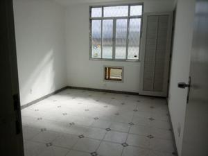 Alugo casa de condomínio fechado em anchieta