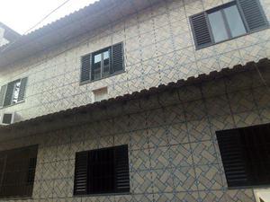 Casa no centro da praça seca