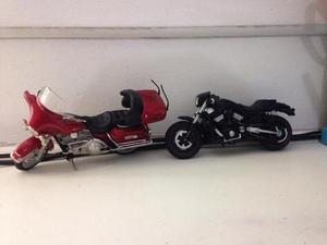 Duas motos harley davidson maisto 1:18 usadas ler tudo r$70