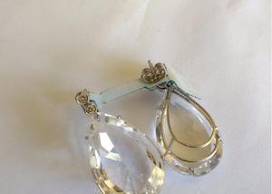 Brinco de ouro branco com brilhantes e cristal branco modelo