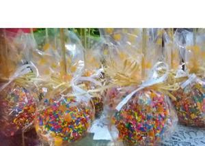 Maçã do amor caramelada e de chocolate para festa junina