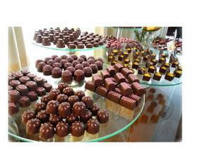 Mesa de chocolate para festas