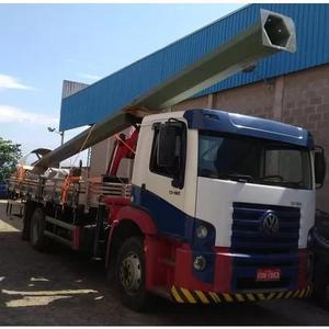 Caminhão munck com cesto aéreo
