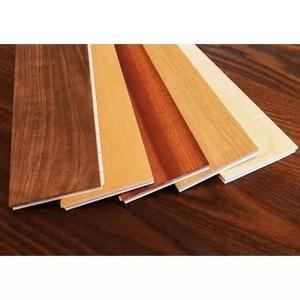 Pisos laminados de madeira e pisos vinílicos