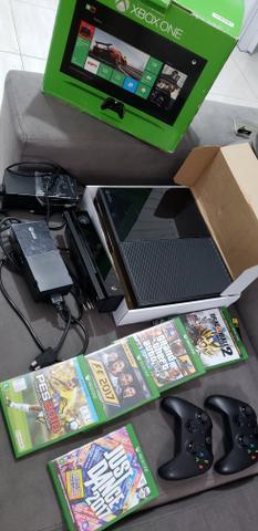 Xbox one - 2 fontes 5 jogos 2 controles e 500gb