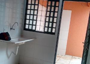 Aluga casa 2qts. nova. residencial itaipú. sem fiador