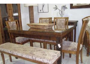 Cadeira em madeira com estofado