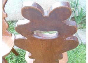 Espetacular cadeira madeira maciça maletada de 3 pés!
