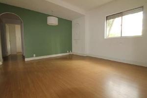 Apartamento com 3 Quartos à Venda, 77 m² por R$ 390.000