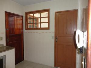 Apartamento com 3 Quartos para Alugar, 77 m² por R$