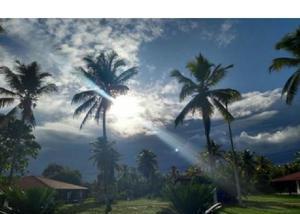 Casa com área total de 1125 m2 perto da praia de mangue