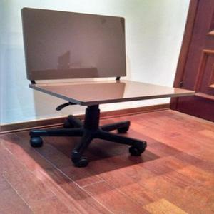 Mesa de escritório com suporte cpu e cadeira diretor