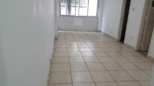 Apartamento com 1 quarto para alugar, 45 m² por r$