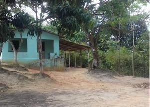 Terreno com 1 equitare de terra e tem três casa no terreno