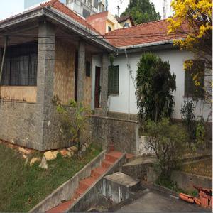 Casa antiga no centro de itaquera ideal p/clínicas ou