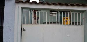 Apartamento de fundos com varanda 2 quartos na vila da penha