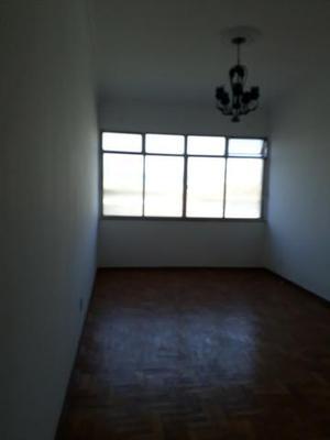 Timo apto. de 2 quartos com área e banheiro de serviço