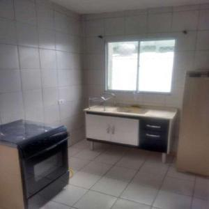 Casa com 2 quartos para alugar, 68 m² por r$ 850/mês