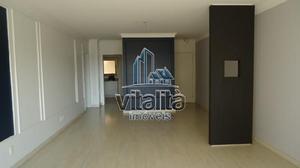 Apartamento com 3 Quartos para Alugar, 144 m² por R$