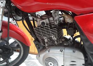 Suzuki en125 yes linda!!! fácil de comprar!!!