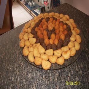 Kit festa(bolo,salgados,doces,torta,mini cach quente,mini