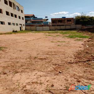Vende se um lote de 170 m² no centro de Dores de Campos MG