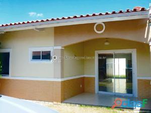 Casa em condomínio com 02 quartos na Lagoa Redonda