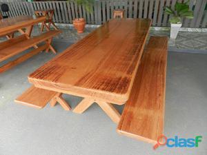 Mesa de madeira tampo inteiro