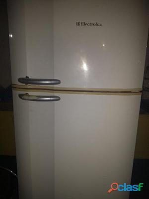 Vendo geladeira electrolux , modelo antigo